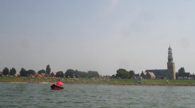 Hindelopen is lopend via de dijk, met de fiets of boot makkelijk te bereiken